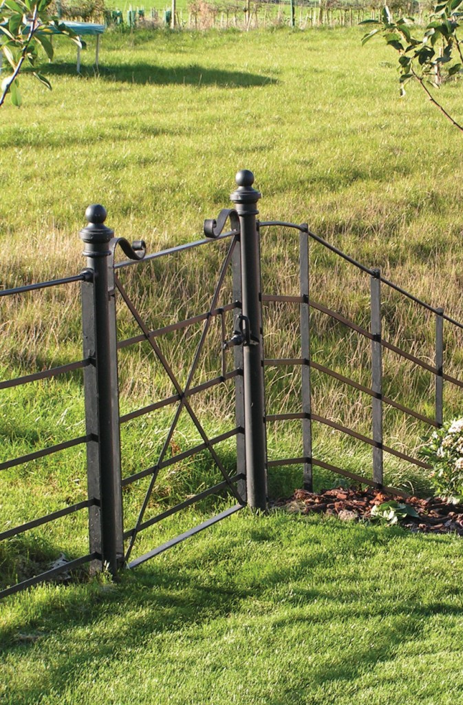 Traditional Estate Fencing Continuous Bar Barkers Fencing