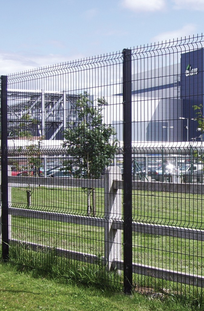 High performance mesh fencing vguard barkers